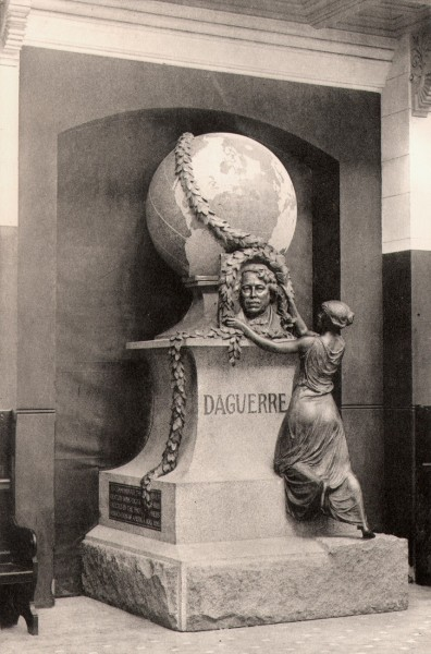 The Daguerre Monument