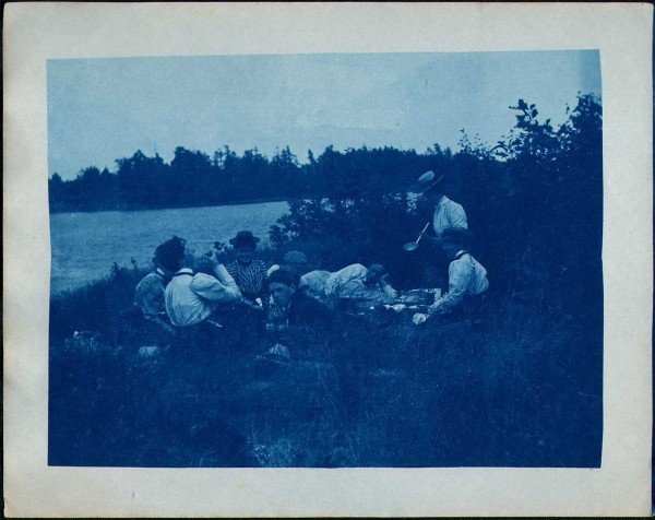 Picnickers enjoy a Meal