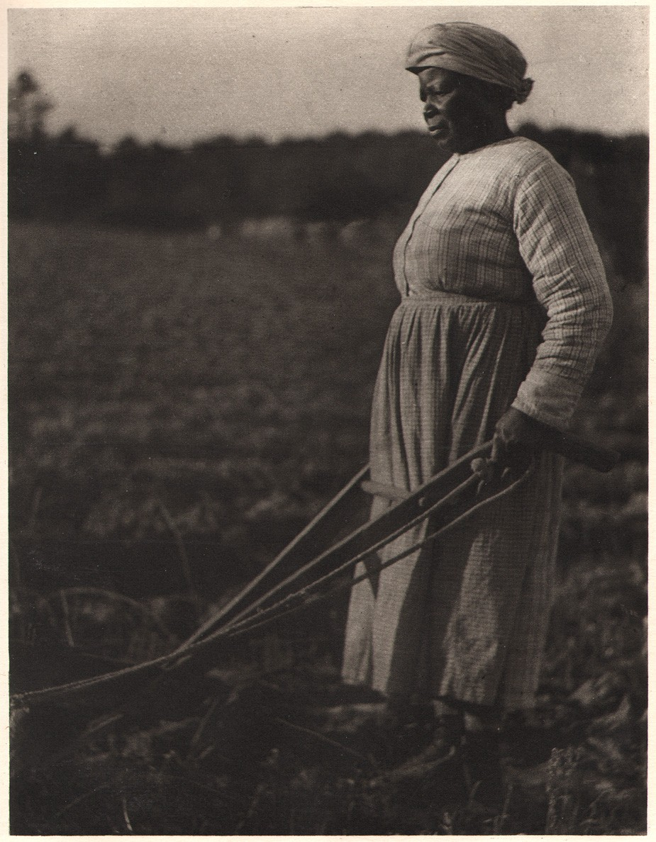 3-doris-ulmann-woman-with-plow-from-roll-jordan-roll-1933