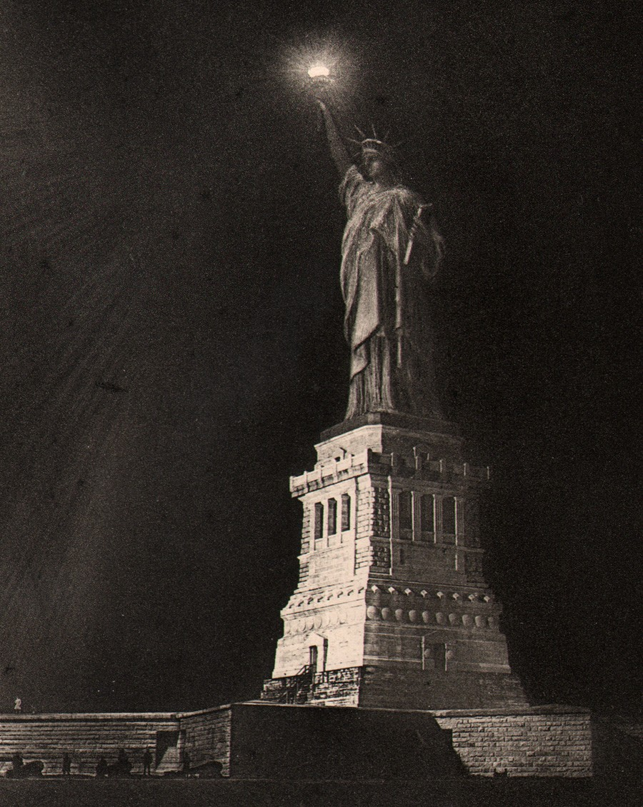 6-statue-of-liberty-at-nig