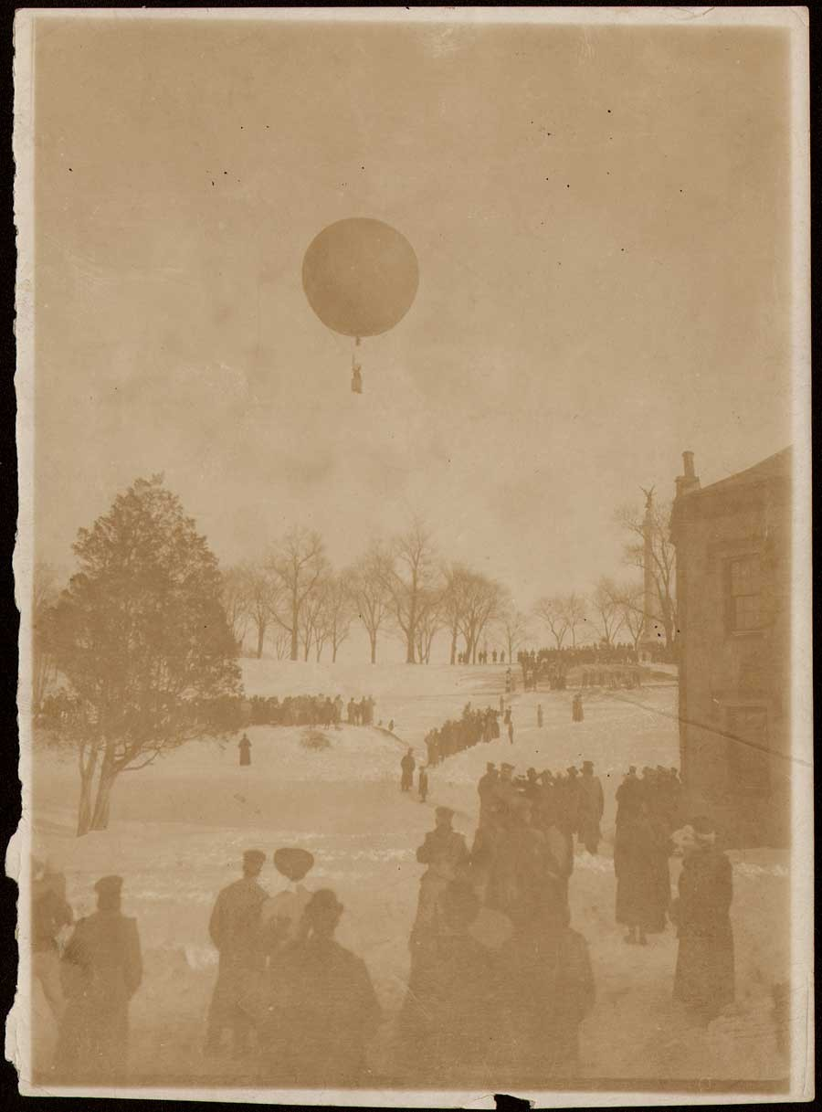 1-1906-balloon-liftoff-fro
