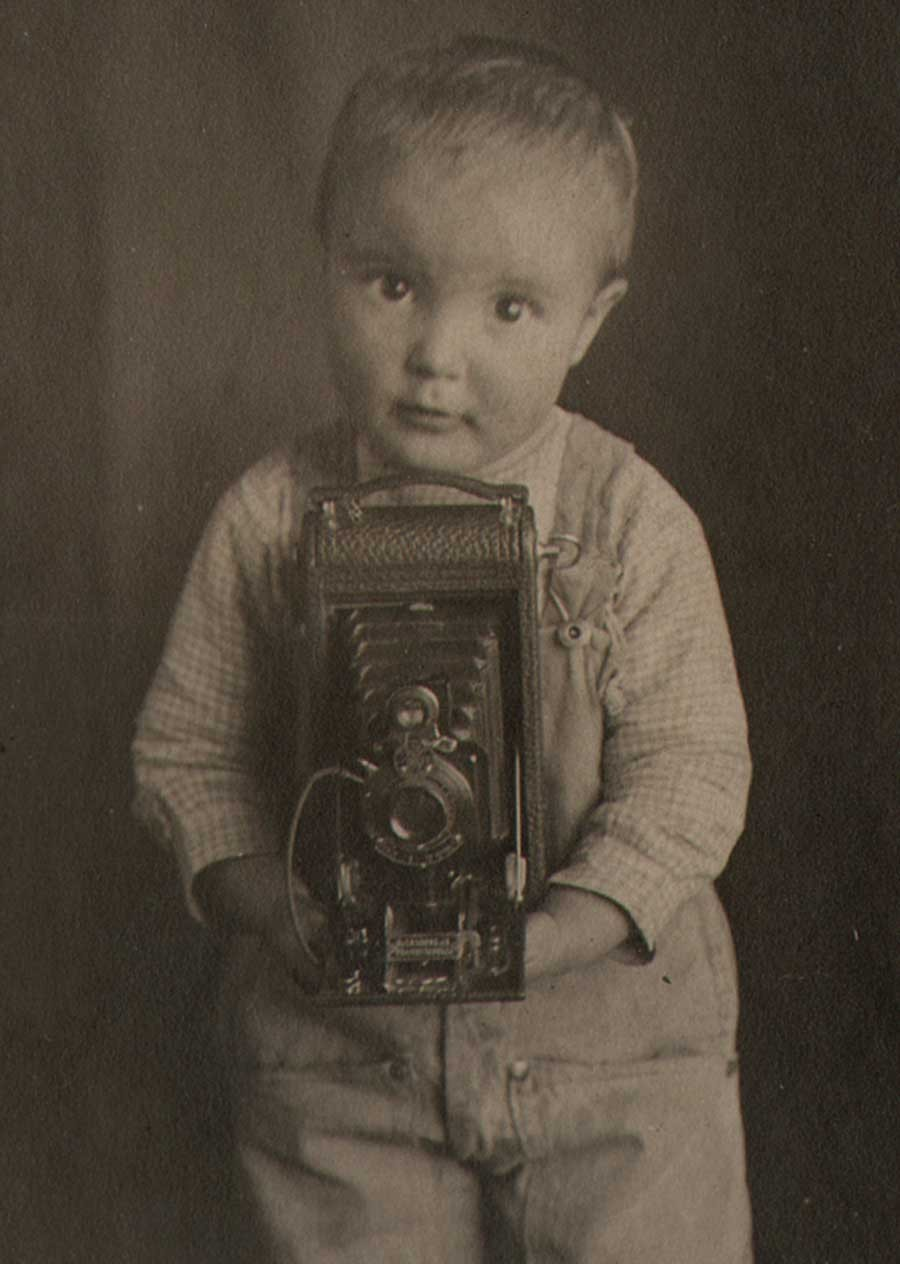 2-little-boy-with-kodak-mo-89s