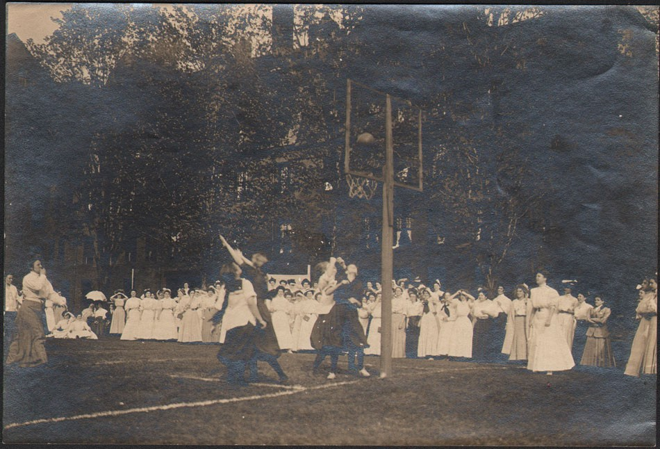 12-college-basketball-game-ca-1900-1910